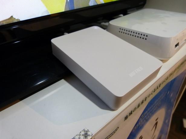 「おもいでばこ」セットと外付HDDのショット