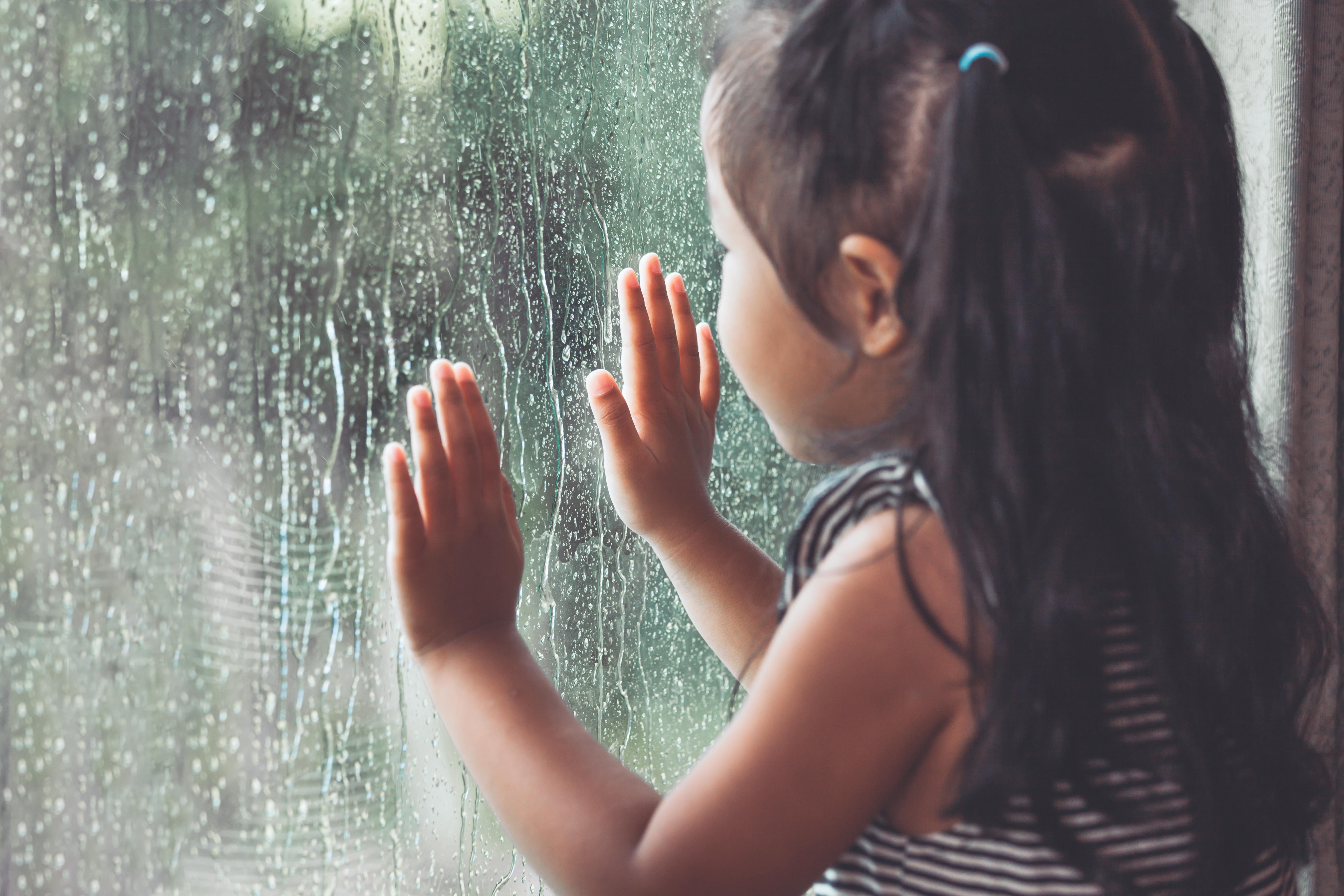雨の日も家の中で楽しく。子どもも喜ぶ!写真を活用した雨の日の過ごし方3選。